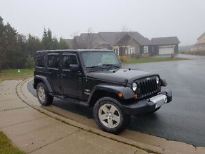 2012 Jeep Wrangler Sahara Unlimited 4dr 4X4 LOW KM