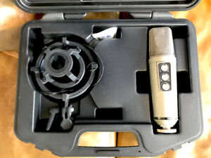 Røde NT2000 Microphone, nest and case