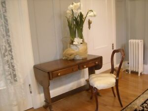 QUALITY TABLE WITH ANTIQUE CHAIR
