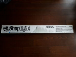 Shoplight 5 FT long fluorescent bulb light fixture