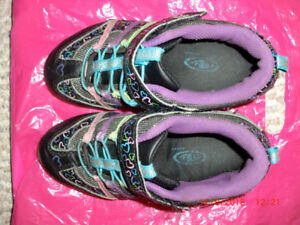 Girls Running Shoes Youth Size 1 with flashing lights