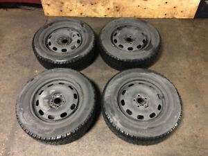 195 65 15 pneus hiver Toyo go2 sur rim 5x114.3 300$ honda civic