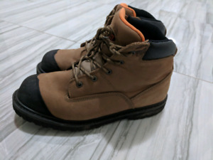 Safety shoes for sale (only worn 3-4 times)