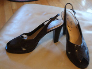 Dark brown high-heel sandals like new Sarnia Sarnia Area image 1