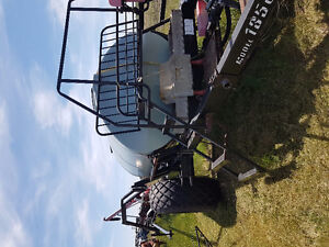 Great pull type sprayer with big tank and long booms