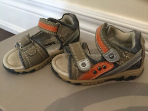 Toddler sandals size 21