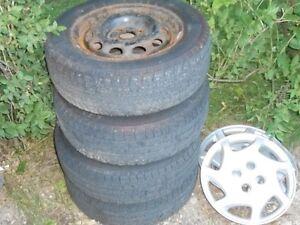 pneu et rim et 3 enjoliveur
