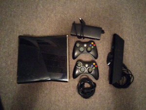 Xbox 360 S Console + 31 Games + 2 Controllers