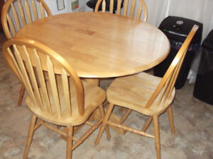 42'' round table and chairs