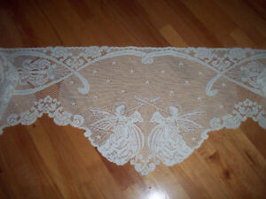 Lace mantel or piano scarf.