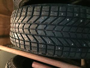 4 pneus hiver a clou 215/55r17