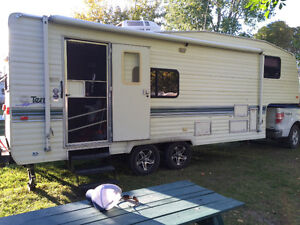 26' Fifth Wheel with Hitch and Accessories