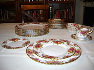 VINTAGE ROYAL ALBERT FINE BONE CHINA SET, MINT