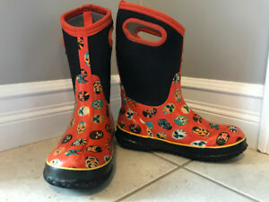 Kids' Winter BOGS Size 4