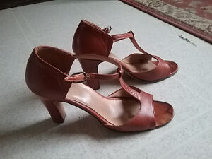 LADIES shoes and sandals Cornwall Ontario image 9