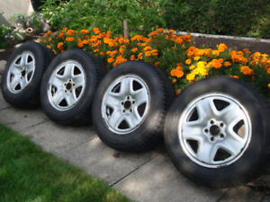 4 pneus hiver P225/65/17 Nokian sur jantes Mazda CX5