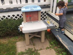 Kids work bench & picnic table