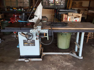 Delta unisaw with sawdust vacuum