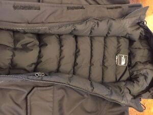 North face black women's down jacket size s excellent condition  Kitchener / Waterloo Kitchener Area image 4
