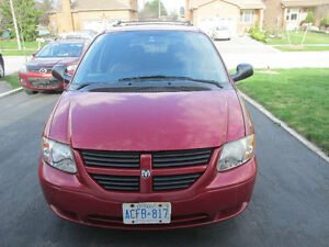 2005 Dodge Caravan SXT Low km