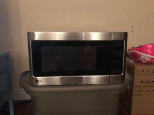 LG Microwave in mint condition -$40