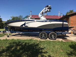 2013 Mastercraft X10 wake boat