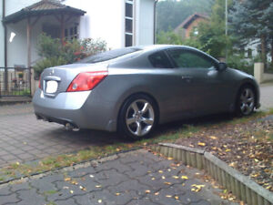 2010 Nissan Altima Coupe 2.5s 100,500km