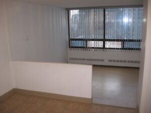 GREAT LOCATION - CLOSE To DOWNTOWN - ONE BEDROOM SUITE