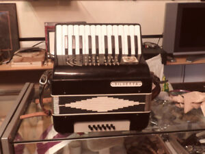 Nice Italian-made student accordion in excellent condition