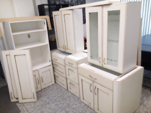 KITCHEN CABINETS (NEW $15,500)1ST COME $2500