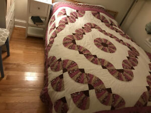 Quilt pattern (Queen size) bed spread cover. Mainly rose colour