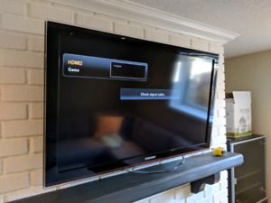 """40"""" Samsung TV with Wall Mount"""