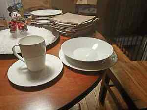 Set of 12+ dishes - White West Island Greater Montréal image 1