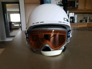 For Sale: Smith Holt Helmet & Oakley Goggles Snowboard/Ski