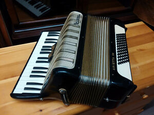 Hohner Arietta IM Accordion