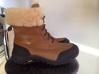 Bottes d'hiver UGG taille 10 femme NEUF