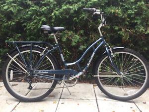 Joli vélo moderne Schwinn tout équipé pour femme M/G comme Neuf!