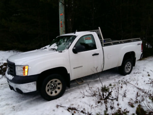 2013 GMC Sierra 1500 4X4 Single Cab 8' Box