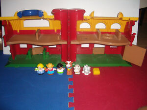 SET : Farm House set with 6 figurines