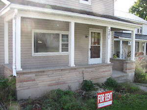 LOCATED IN WINGHAM - 2 STOREY HOUSE FOR RENT