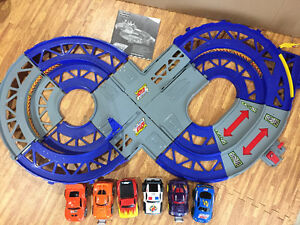 Shake and Go Race Track with Crash UP Cars