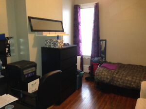 1 bedroom on University UTILITIES INCLUDED (may 1)