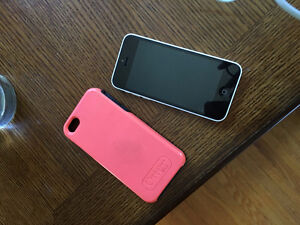 iPHONE 5C EXCELLENT CONDITION WITH ROGERS WITH CASE !! London Ontario image 2