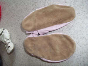 Robeez Girls Pink Shoes Located in Marmora Peterborough Peterborough Area image 3