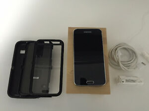 16GB Samsung S5 with One Brand-New Folding Case for Sale!!