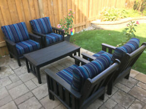 Top quality polyresin patio set with sunbrella cushions!