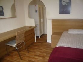 Cosy Studio in Athole Gardens - Right in the Heart of the West End