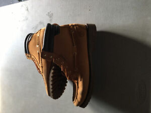 Men's timberland boots 10.5 excellent condition , selling for 50