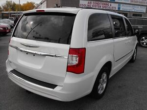 2012 TOWN & COUNTRY  LOADED  PENTASTAR V6   READY TO TRAVEL... Windsor Region Ontario image 6