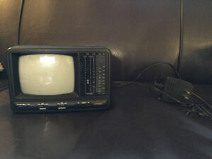 "Citizen 5"" black and white tv/radio"